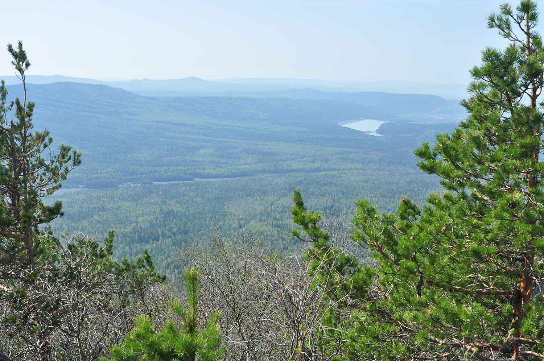 Вид на Златоуст с вершин Таганая