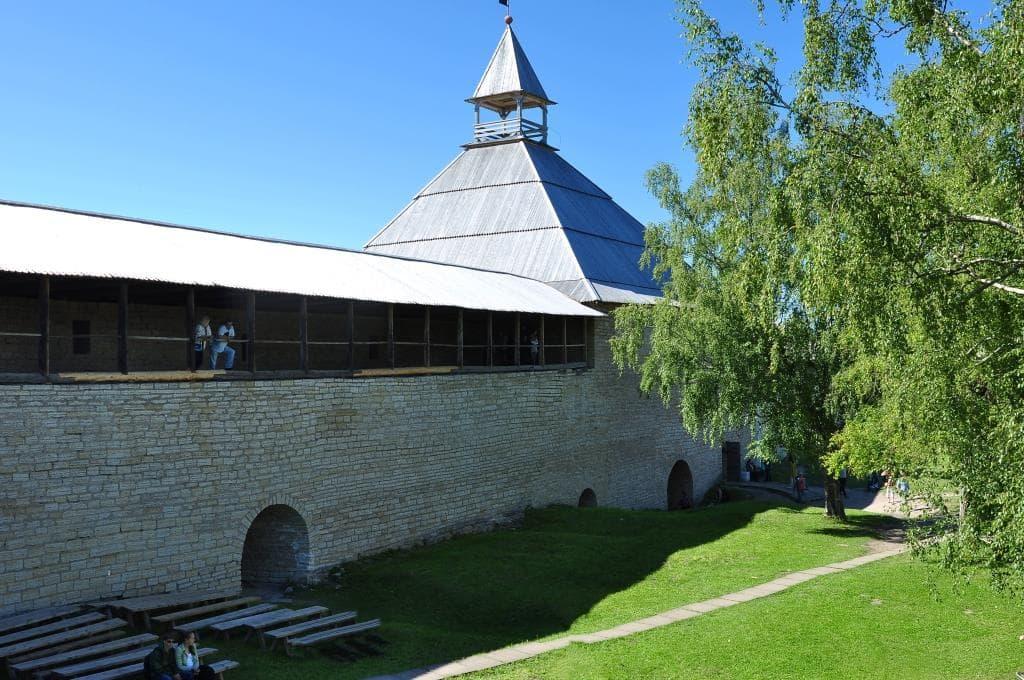 Внутренний двор Староладожской крепости