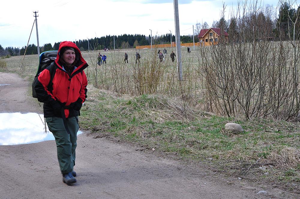 Финские туристы идут за нами