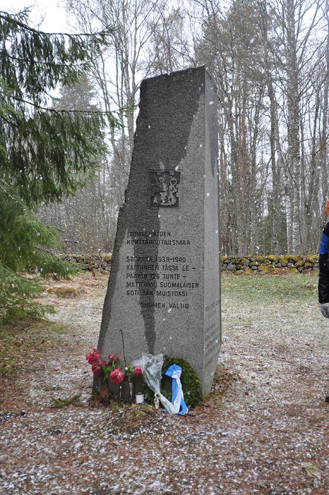 Братская могила финских воинов в районе Соловьево