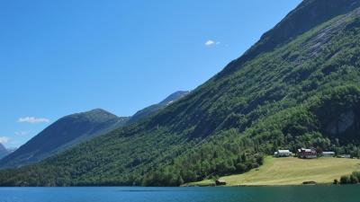Поселения вдоль озера Стрюндеватнет