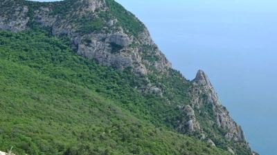 Горы в районе мыса Айя