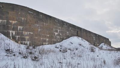 Гранитный эскарп форта