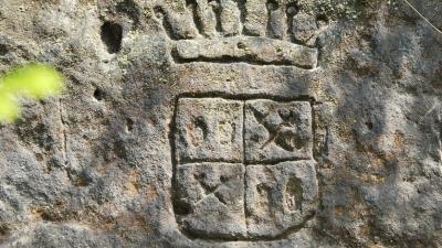 Герб прежних хозяев земель
