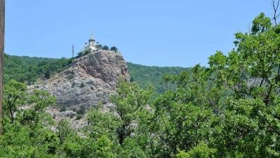Красная скала и Форосская Церковь