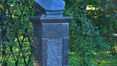 Петровское. Памятник А.П. Ганнибалу