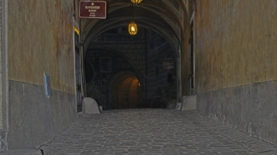 В верхнем дворе замка