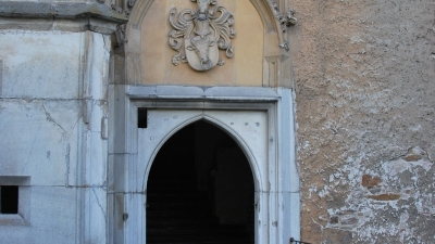 Вход в центральную башню замка