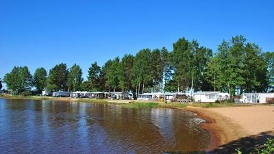 Пляжная зона у озера Венерн
