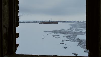 Вид из амбразуры на форт Петр 1