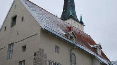 Шпиль церкви святого Олафа зимой закрыт для посещения