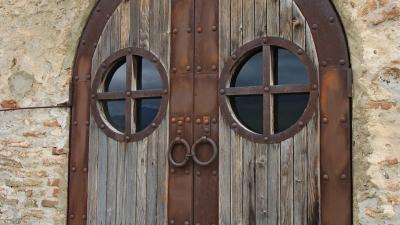 Двери церкви