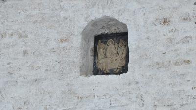Икона в стене Никольской церкви