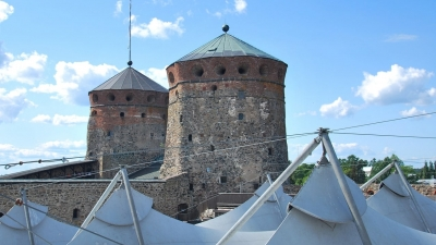 Шатры над внутренним двором крепости