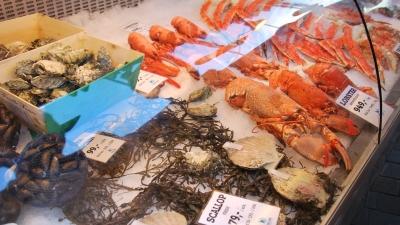 Витрина рыбного рынка