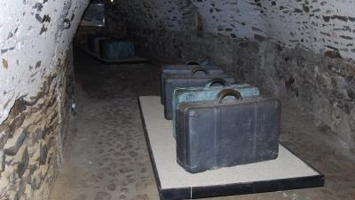 Выставка в подземелье замка