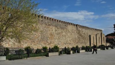 Крепостная ограда храма