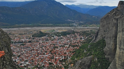 Вид на город Каламбака и гору Козиакас