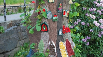 Кружевные украшения деревьев