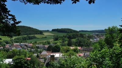 Вид на городок Боузов из-под стен замка