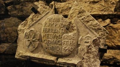 Экспонаты музея резных камней