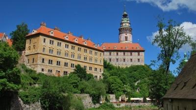 Замковая башня возвышается на 52 метра