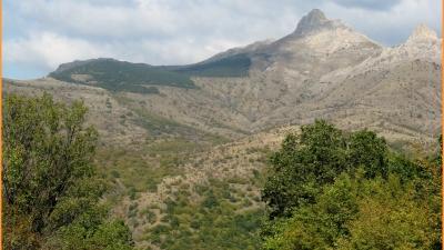 Вершины Куроча (слева) и Свидание