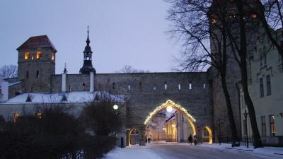 Вечерняя иллюминация крепостных стен
