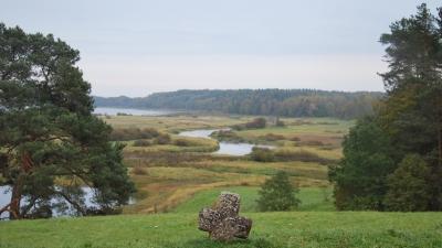Савкина Горка. Вид на озеро Кучане и реку Сороть