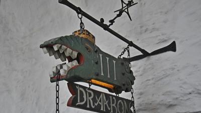"Вывеска кафе ""Тритий дракон"""