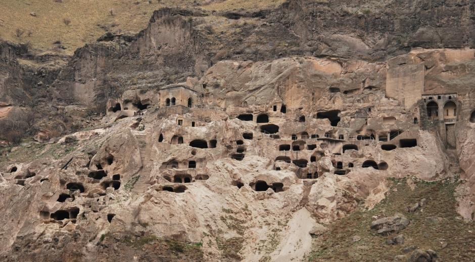Вардзиа - пещерный город в Грузии
