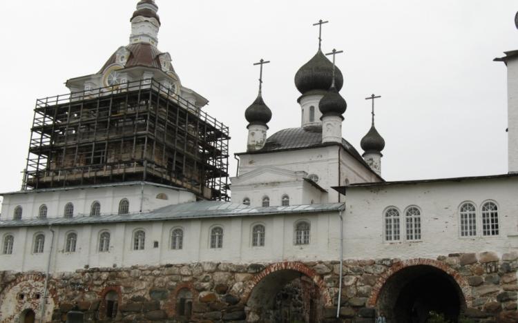 Колокольня и Никольская церковь