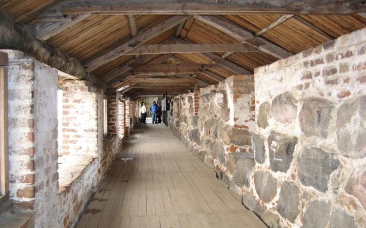 На крепостной стене монастыря