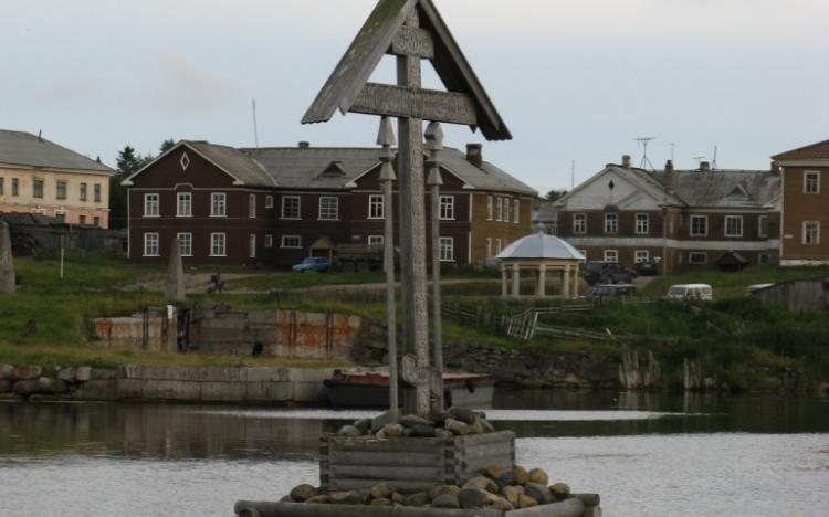 Охранный крест в бухте благополучия