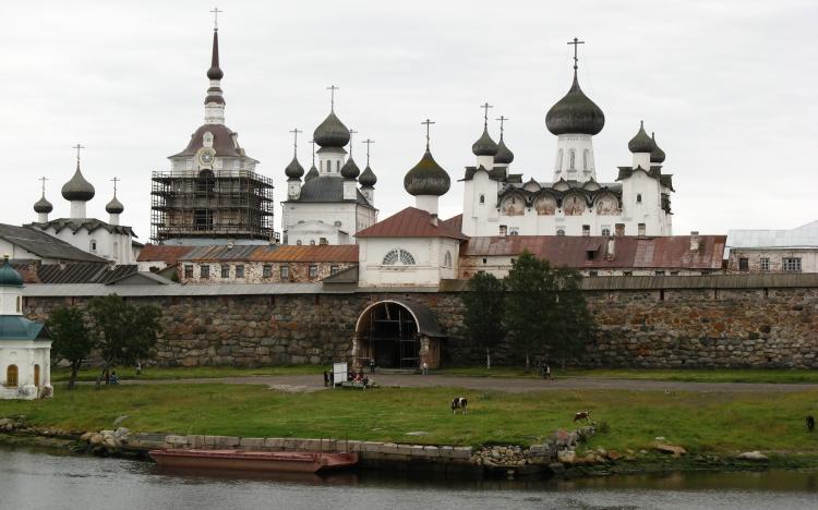 Святые ворота - парадный вход со стороны бухты благополучия